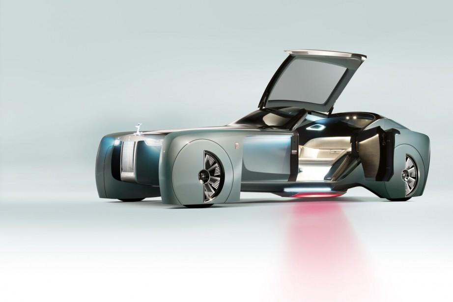 Rolls Royce a présenté ce matin à son siège social son projet Vision 100, qui a...