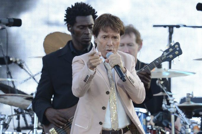 Cliff Richard en spectacle au Palais de Buckingham... (PHOTO ARCHIVES AFP)