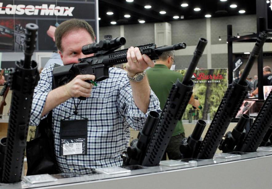 L'action des fabricants d'armes américainsSturm Ruger et Smith&Wesson... (PHOTO JOHN SOMMERS II, REUTERS)