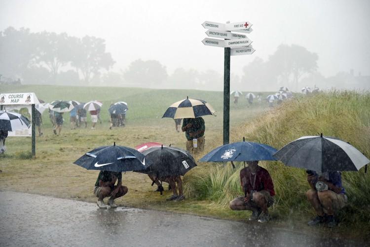 Les orages ont attendri passablement le parcours d'Oakmont,... (PHOTO REUTERS)