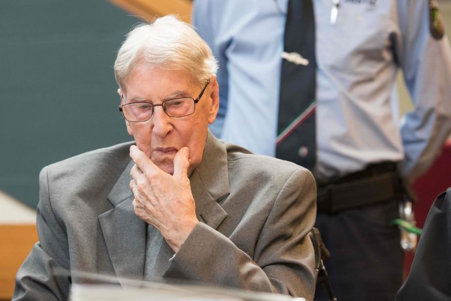 La cour a reconnu l'ancien SS de 94... (PHOTO Bernd Thissen, AFP)