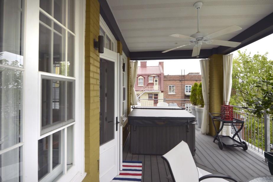 Une chambre de l'ancien logement a été convertie en terrasse couverte et le plancher a été renforcé pour recevoir un spa. (Le Soleil, Jean-Marie Villeneuve)