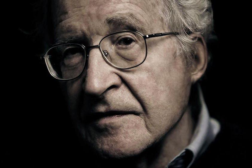 Dans Requiem for the American Dream, l'intellectuelNoam Chomsky... (Photo fournie parNaked City Films)
