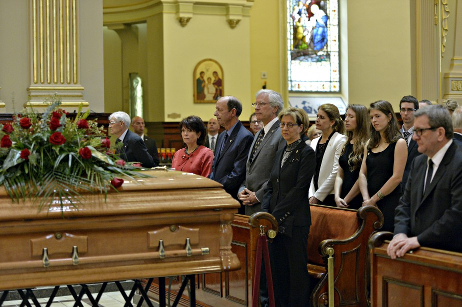 Proches, dignitaires et citoyens ont salué une dernière fois à la basilique-cathédrale Notre-Dame-de-Québec le politicien et le militaire qu'était Gilles Lamontagne. (Le Soleil, Pascal Ratthé)