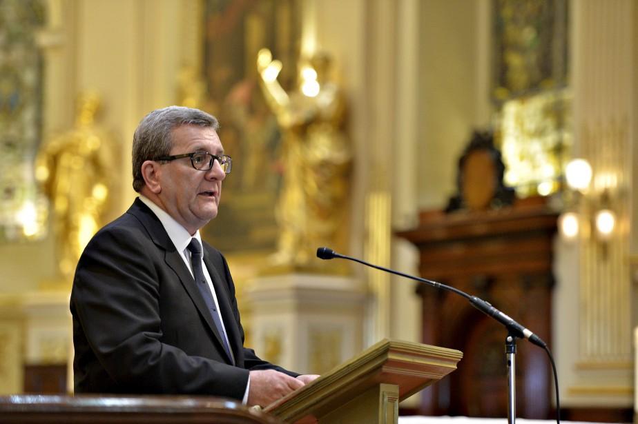 Le maire Régis Labeaume a dit admirer la force de M. Lamontagne, qui a su poursuivre sa vie malgré de rudes épreuves lors de la Seconde Guerre mondiale. (Le Soleil, Pascal Ratthé)