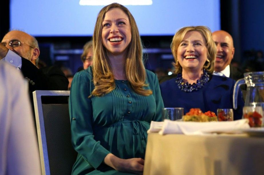 Chelsea Clinton et sa mère, Hillary.... (PHOTO KEVIN LAMARQUE, ARCHIVES REUTERS)
