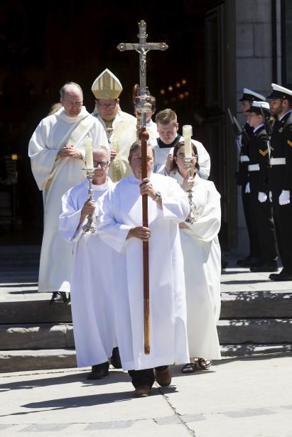 Le cardinal Mgr Gérald-Cyprien Lacroix, sortant de l'église à la fin de la cérémonie. (Le Soleil, Caroline Gregoire)