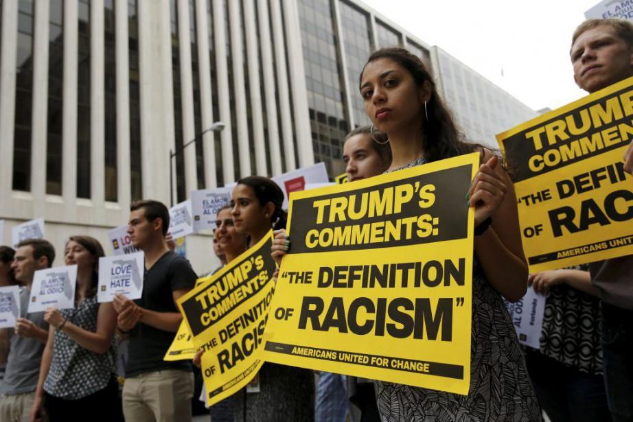 Des manifestants anti-Trump ont profité de son passage... (PHOTO JONATHAN ERNST, REUTERS)