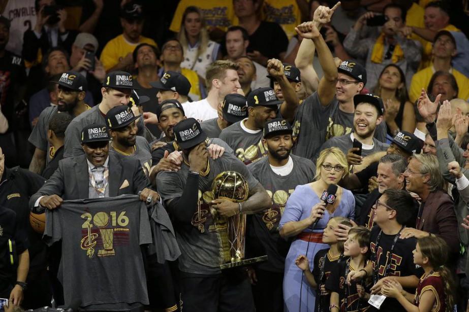 Menés par LeBron James et Kyrie Irving, les... (PHOTO Eric Risberg, AP)