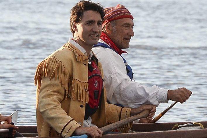 Vêtu de la veste en daim à franges... (Photo Sean Kilpatrick, La Presse Canadienne)