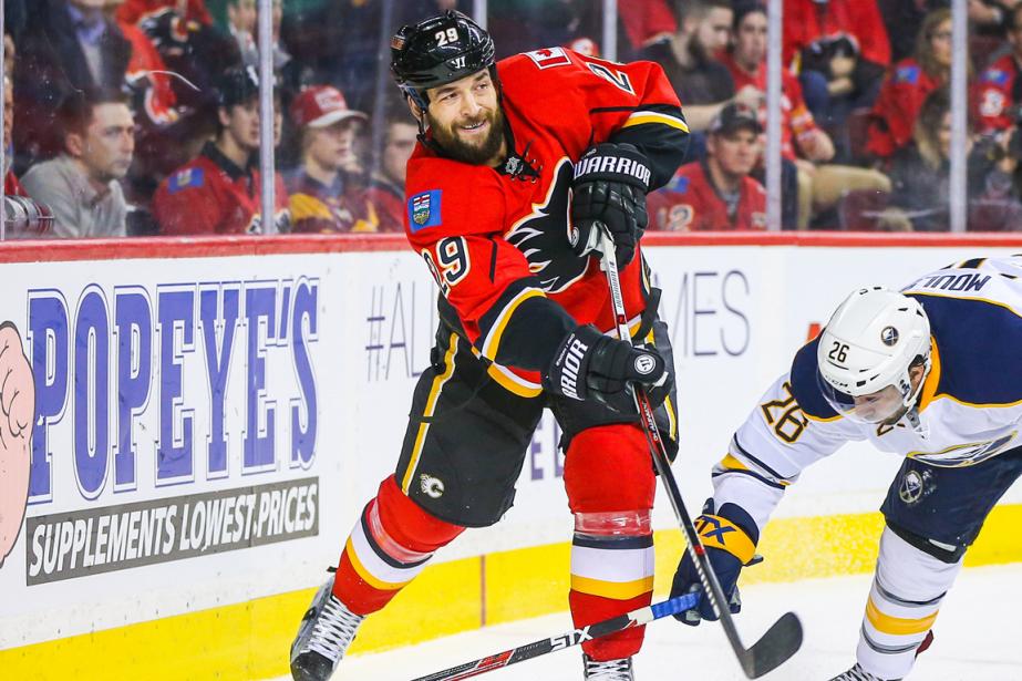 Le défenseur des Flames de Calgary Deryk Engelland... (Photo Sergei Belski, USA Today)