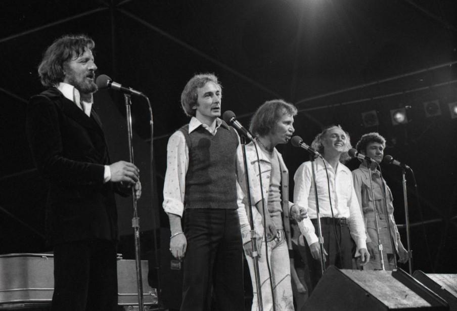 Claude Léveillé. Yvon Deschamps, Jean-Pierre Ferland, Gilles Vigneault... (PHOTO RENÉ PICARD, ARCHIVES LA PRESSE)