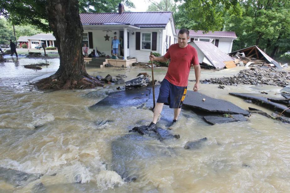 Vingt centimètres d'eau sont tombés en 24 heures... (PHOTO Steve Helber, AP)