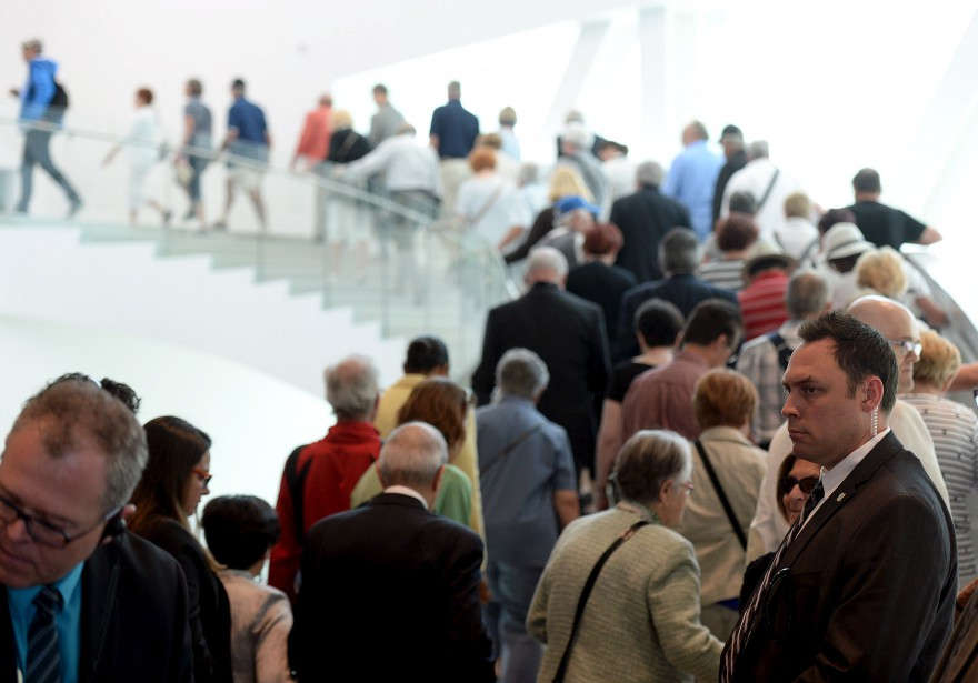 Les gens ont été très patients pour visiter le pavillon Lassonde. (Le Soleil, Erick Labbé)