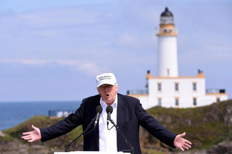 Donald Trump était de passage à Turnberry, en... (PHOTO CLODAGH KILCOYNE, REUTERS)