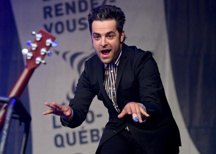 Le chanteur Dumas a avoué aux spectateurs que certaines de ses chansons ont été écrites alors qu'il étudiait au Cégep de Trois-Rivières. (Andréanne Lemire)
