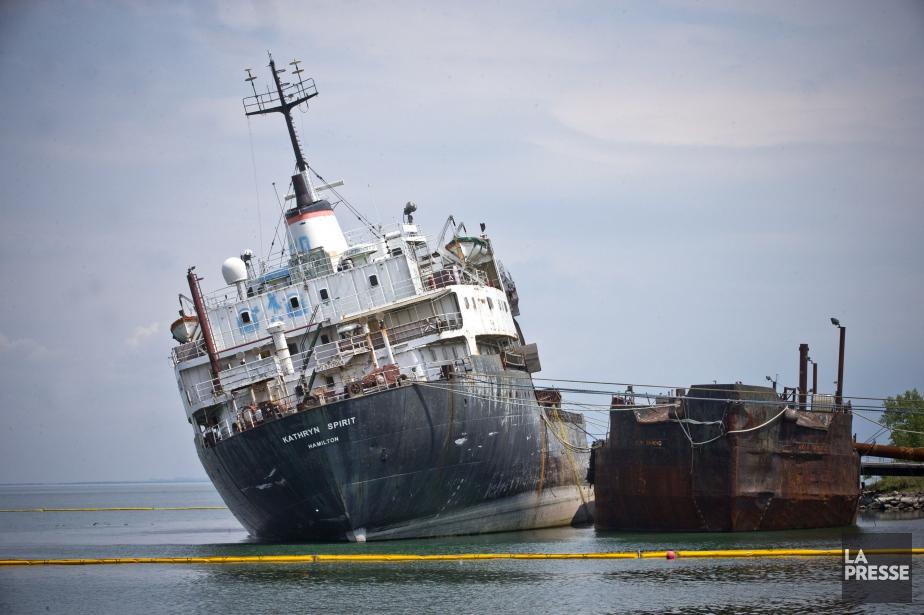 Le navire de 150 mètres par 20 mètres... (PHOTO PATRICK SANFAÇON, LA PRESSE)