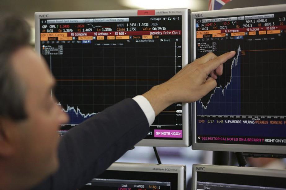 La Bourse de Londres a effacé mercredi les... (PHOTO DANIEL LEAL-OLIVAS, AFP)