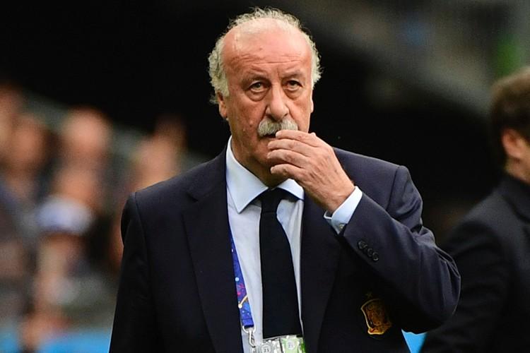 L'air placide derrière son épaisse moustache, l'ancien joueur... (PHOTO AFP)
