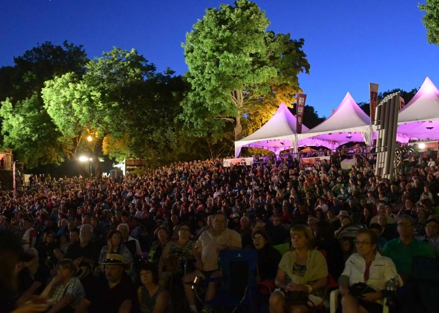 Le spectacle The Wall Theatre Experience a attiré une bonne foule jeudi soir. (Andréanne Lemire)