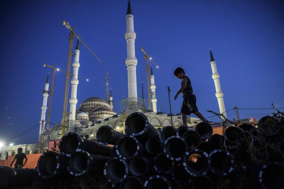 Letriple attentat-suicide qui a frappé mardi l'aéroport d'Istanbul... (PHOTO OZAN KOSE, AFP)
