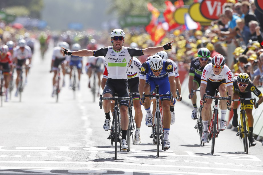Mark Cavendish au fil d'arrivée. (AP, Peter Dejong)