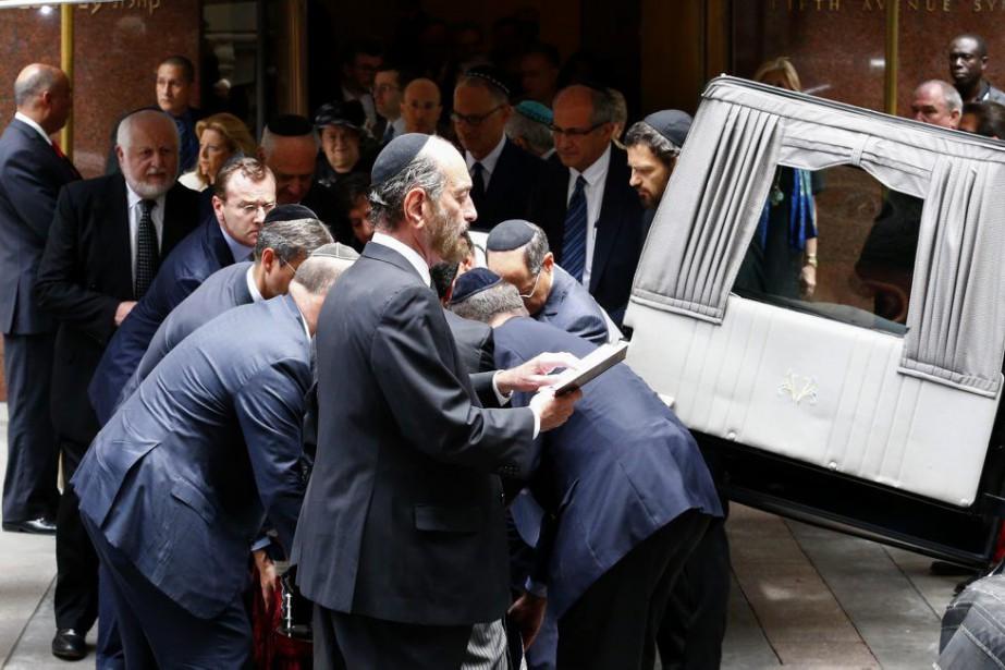 La cérémonie, réservée à la famille et aux... (PHOTO KENA BETANCUR, AFP)