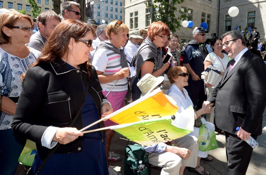 Des citoyens de Québec s'étaient déplacés pour souligner l'anniversaire de leur ville. (Le Soleil, Erick Labbé)