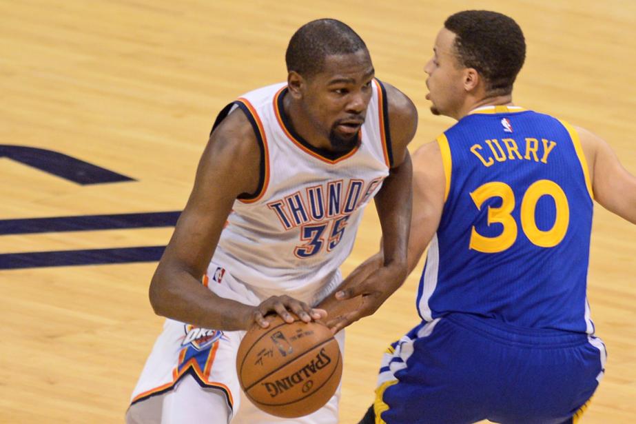 Kevin Durant (à gauche) et Stephen Curry joueront... (Photo Mark D. Smith, USA Today)