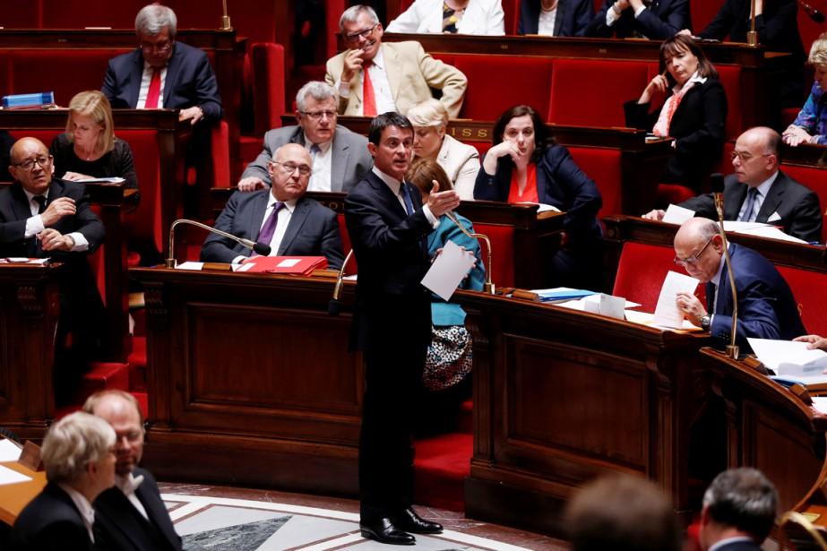 Le premier ministre Manuel Valls prend la parole... (PHOTO Thomas SAMSON, ARCHIVES AFP)