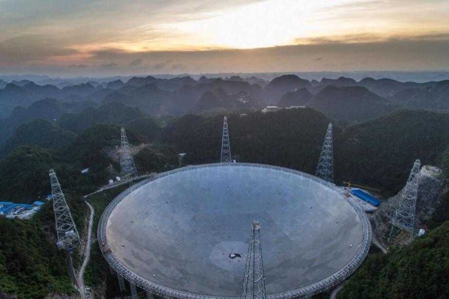 Pour mieux comprendre l'évolution du cosmos, FAST captera... (Photo Liu Xu, Associated Press/Xinhua)