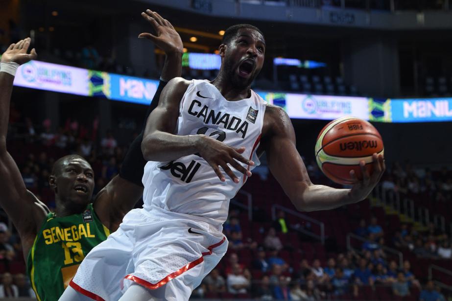 Tristan Thompson, de l'équipe canadienne, fonce au panier.... (Photo Ted Aljibe, AFP)