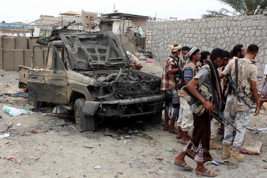 Au moins 16 personnes, dont 10 militaires, ont... (PHOTO SALEH AL-OBEIDI, AFP)