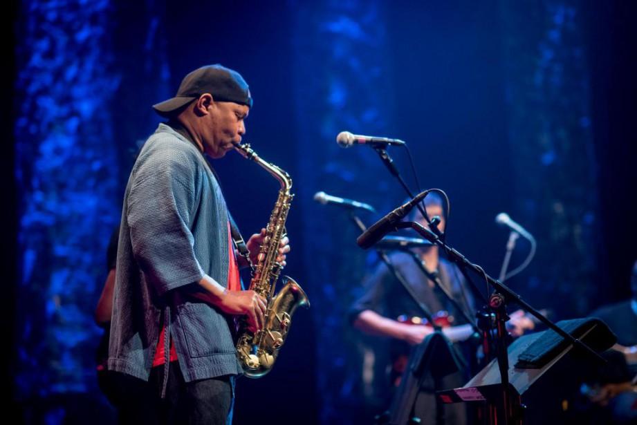 Steve Coleman and Five Elements ont joué devant... (PHOTO BENOIT ROUSSEAU, FOURNIE PAR LE FESTIVAL DE JAZZ DE MONTRÉAL)