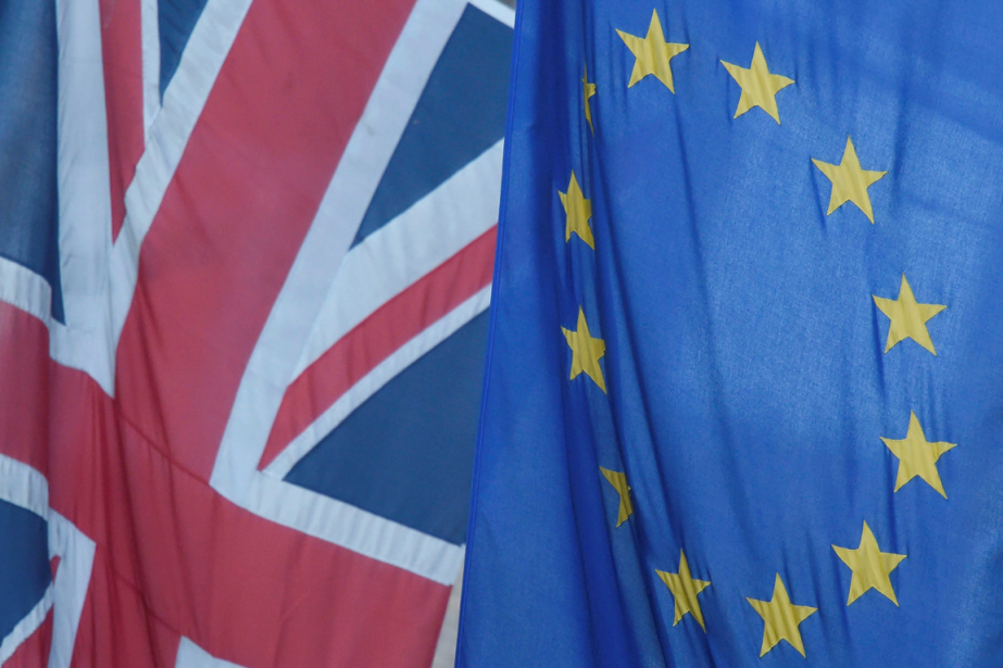 Des drapeaux duRoyaume-Uni et de l'Union européenne.... (Photo Toby Melville, Reuters)