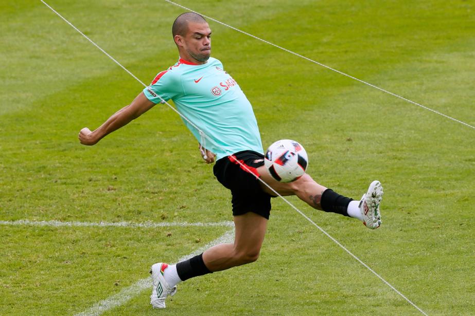 Le défenseur central du Portugal, Pepe.... (Photo Gonzalo Fuentes, Reuters)