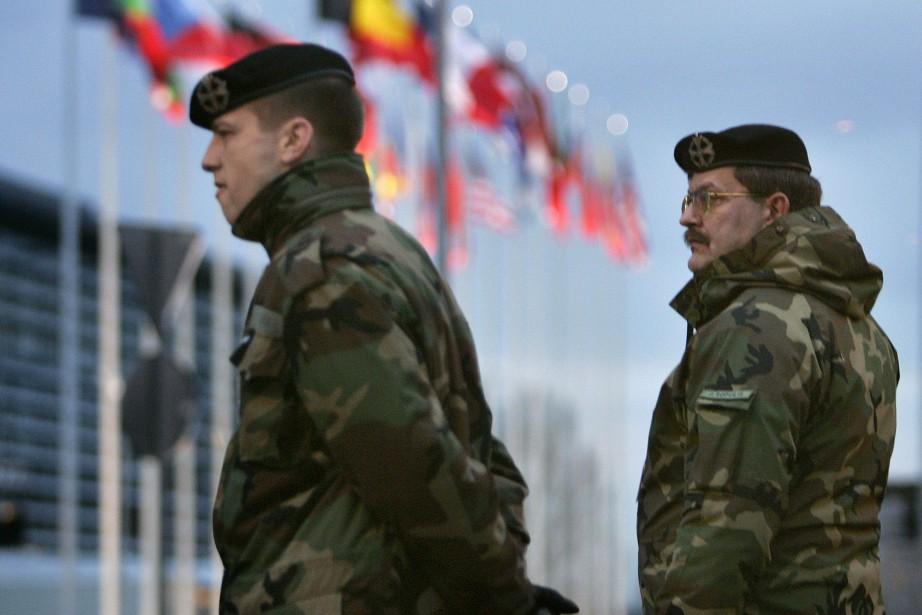 Les dirigeants de l'OTAN doivent parachever à Varsovie... (PHOTO ARCHIVES AFP)