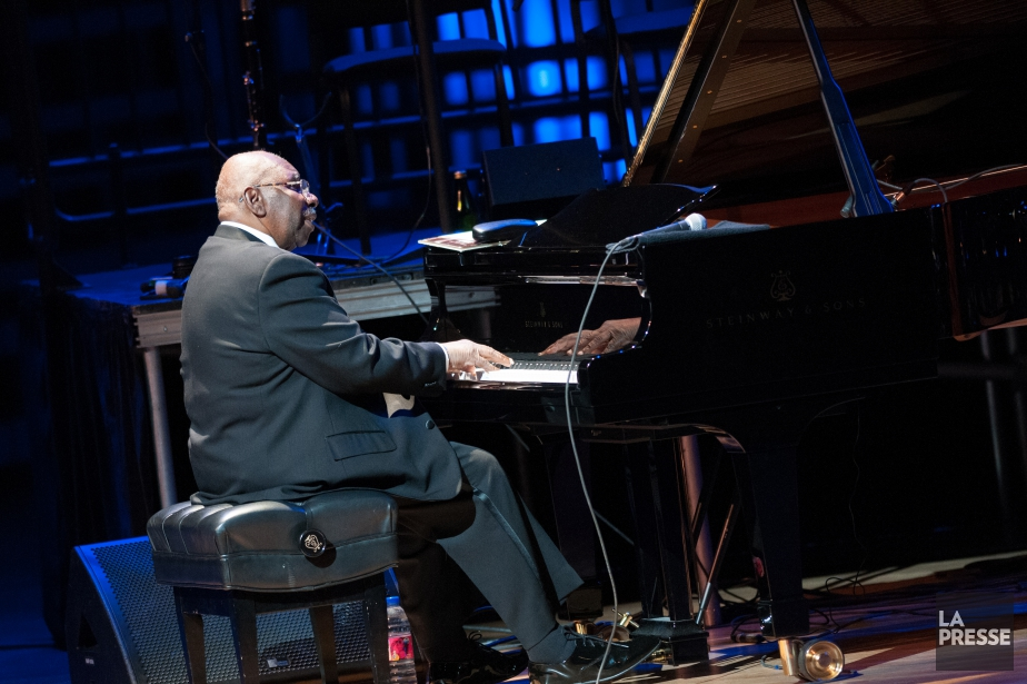 Oliver Jones... (Photo Denis Alix pour le Festival inetrnational de jazz de Montréal)