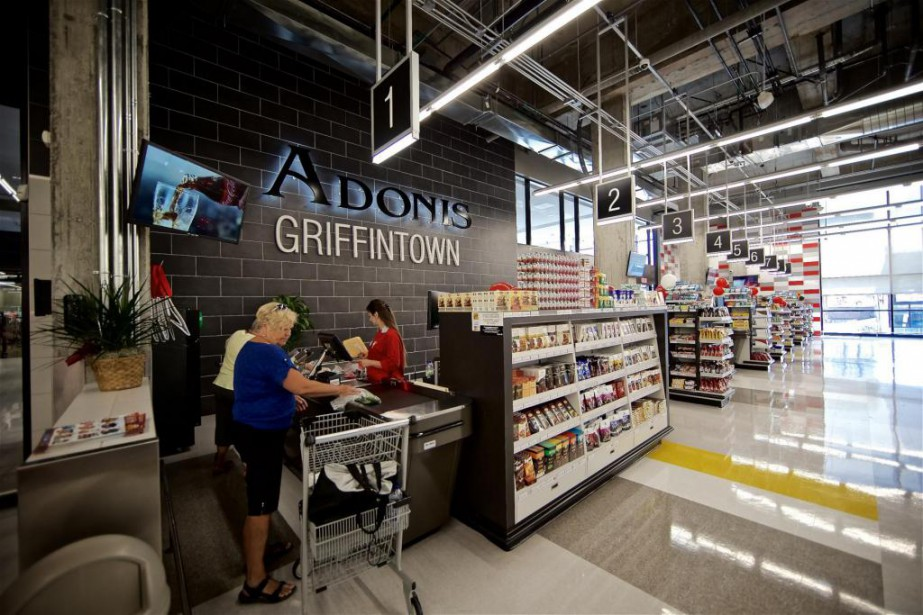 Adonis a inauguré hier sa succursale de la... (Photo André Pichette, La Presse)