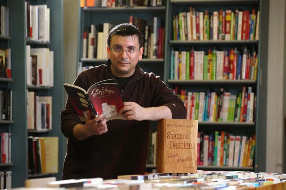 ShannonDesbiens,de la librairie Les Bouquinistes de Chicoutimi, indique... (PHOTO Martin Chamberland, LA PRESSE)