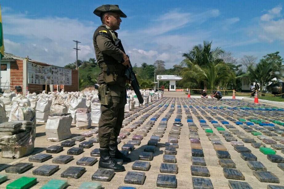 La police colombienne a saisi des paquets de... (PHOTO ARCHIVES AFP/FOURNIE PAR LA POLICE COLOMBIENNE)