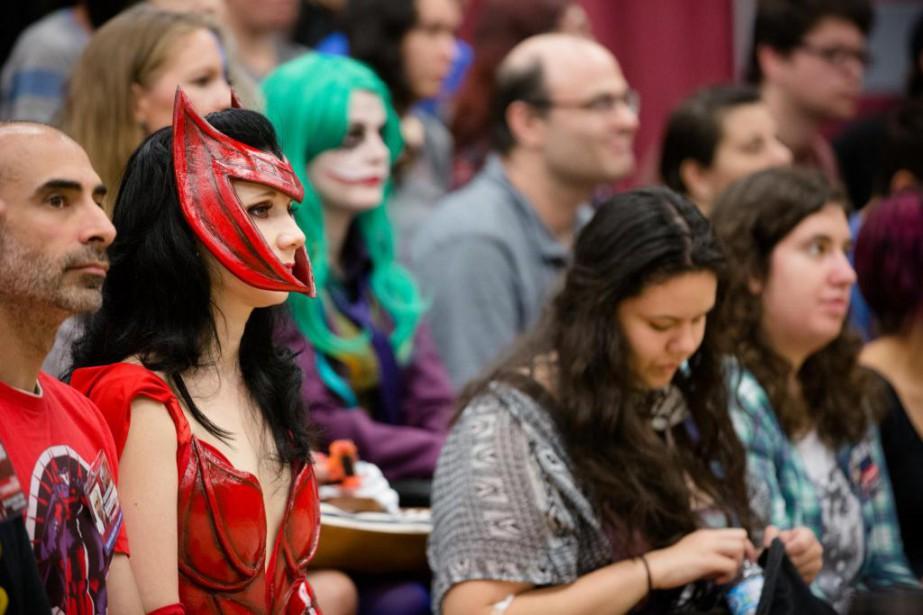 Plusieurs fans étaient assis dans des gradins samedi... (Photo Ninon Pednault, La Presse)