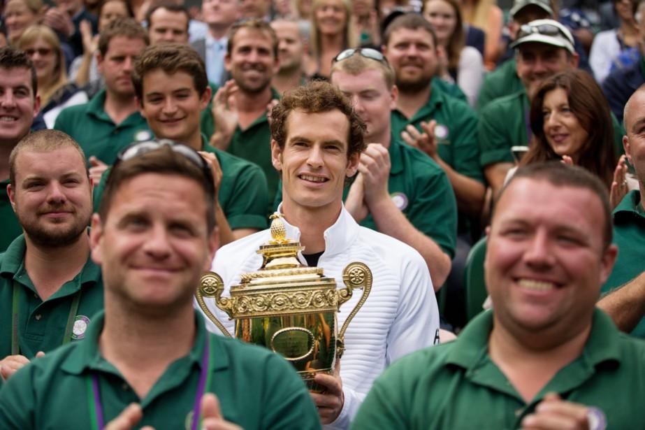 Andy Murray, que l'on voit ici entouré par... (PHOTO Steve Paston, ARCHIVES PA/AP)