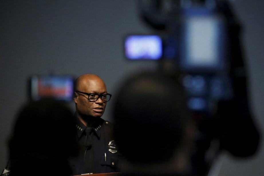 Le chef de la police de Dallas, David... (PHOTO CARLO ALLEGRI, REUTERS)