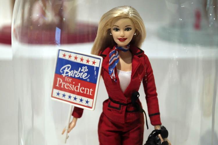 Mattel vend des poupées Barbie candidates et présidentes... (PHOTO AFP)