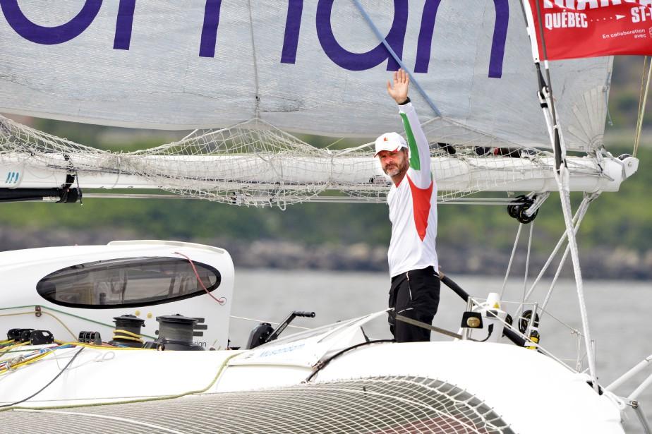 Les deux voiliers de la classe Ultime se sont élancés lors du second départ de la Transat Québec-Saint-Malo, mercredi. (Le Soleil, Jean-Marie Villeneuve)