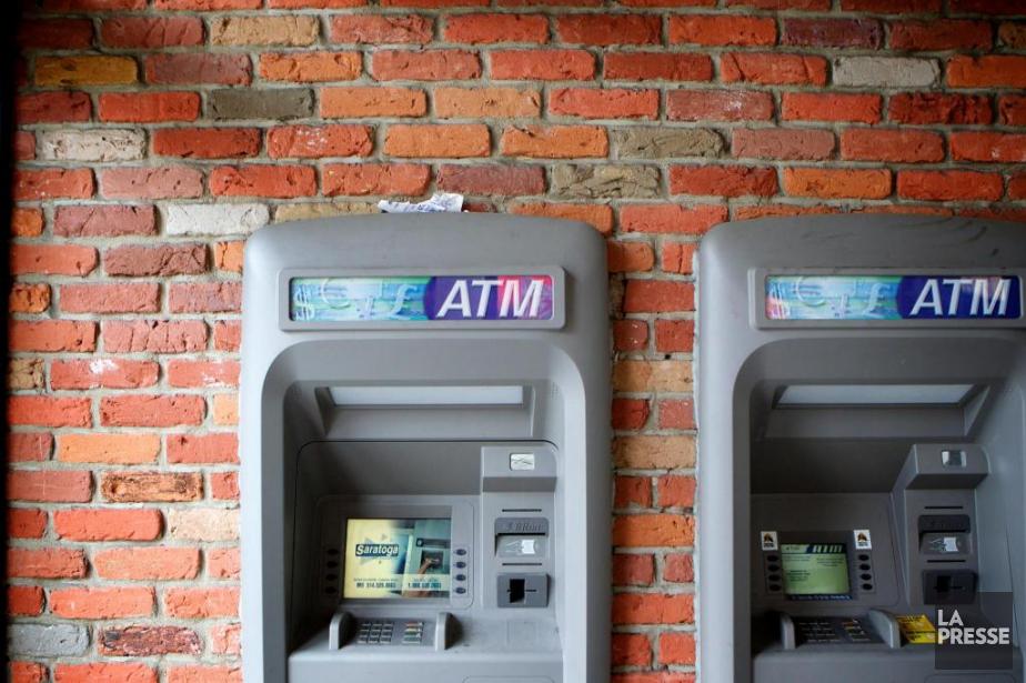 Selon l'Autorité des marchés financiers, 3853 guichets automatiques... (PHOTO SARAH MONGEAU-BIRKETT, ARCHIVES LA PRESSE)