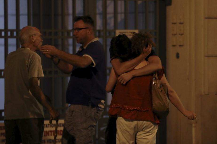 Des participants à la fête du 14 juillet sont sous le choc. (AFP, Valery Hache)