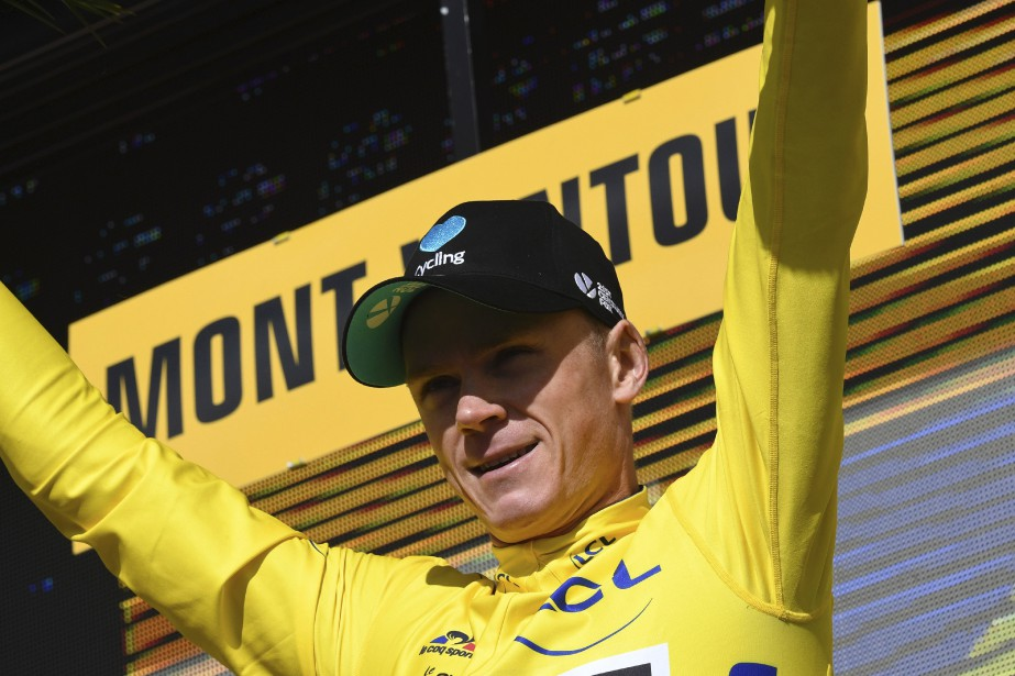 Près d'une heure après la fin de la 12e étape, les organisateurs du Tour décident de redonner son maillot jaune à Chris Froome. (AFP, Lionel Bonaventure)
