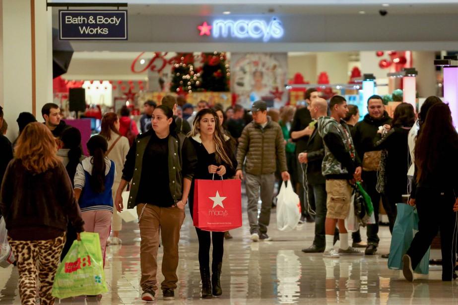 Le moral des ménages aux États-Unis a très légèrement... (Photo archives Reuters)